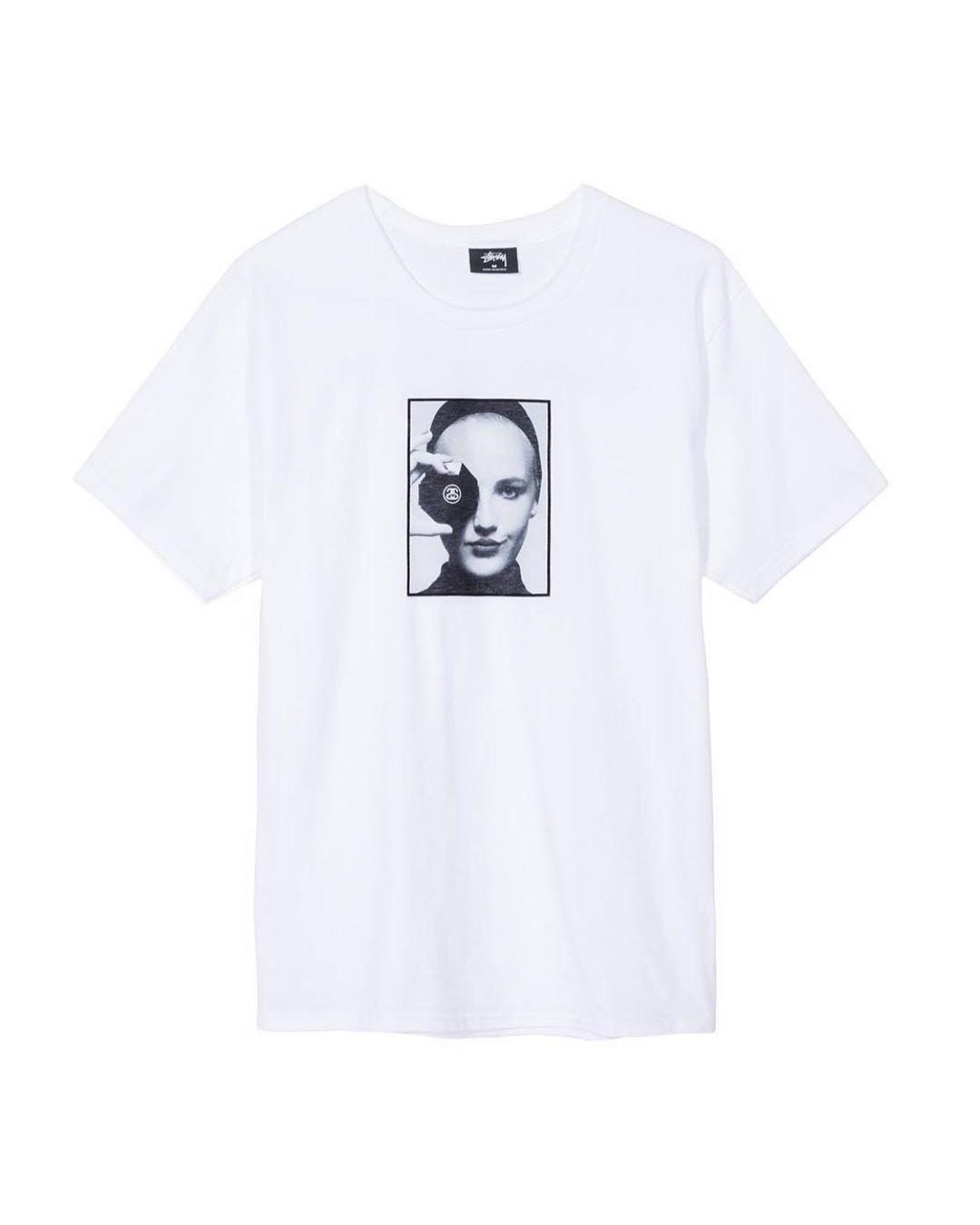 和卹f�x�_stüssy 发布新款 t 恤,向 karl lagerfeld 表达敬意.